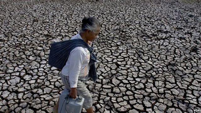 http://www.voaindonesia.com/content/bantuan-pemerintah-atasi-rawan-pangan-dan-kekeringan-130065648/98329.html